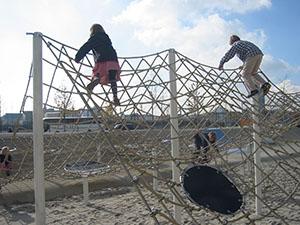 Klettergerüst Mit Seilen : Klettergerüst spinnenetz m und benito spielplatz