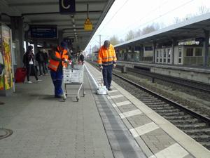 web_bahnhof_streifen1